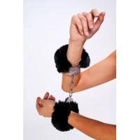 Дерзкие наручники с пушистым черным мехом (Be Mine) (One Size)
